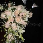 Νυφική Ανθοδέσμη κρεμαστή με Ορχιδέες και Τριαντάφυλλα