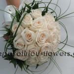 whitepinkrosesgrassbouquet