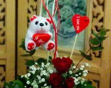 Valentine red roses basket
